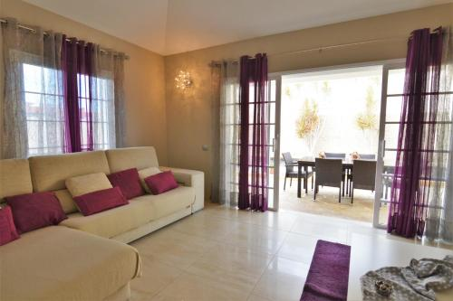 A seating area at Tenerife Holiday Villa Mariposa with Pool