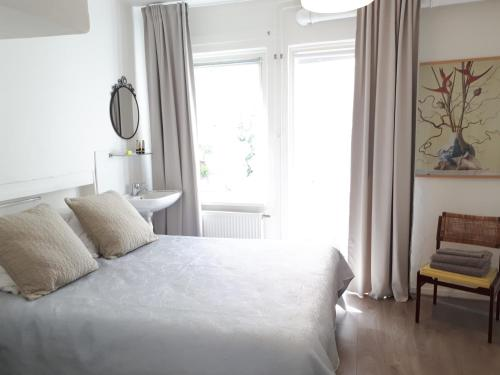 A bed or beds in a room at Monumental House in the City Centre of Leiden