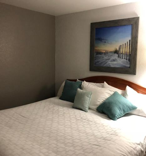 A bed or beds in a room at Jorgenson's Inn & Suites