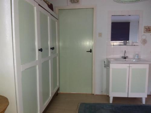Kamar mandi di Recreatie Bungalow Eureka