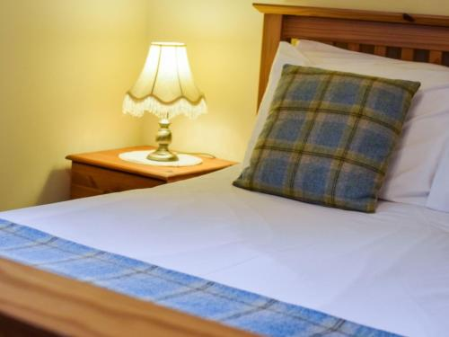 A bed or beds in a room at Holiday Home Caeryn