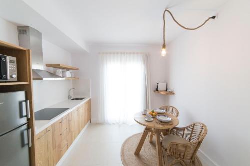 Una cocina o zona de cocina en Sa Cala Suites (Ex Ap Pascual)