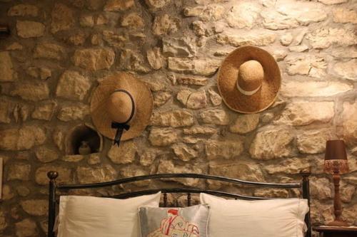 Ένα ή περισσότερα κρεβάτια σε δωμάτιο στο The Stone House