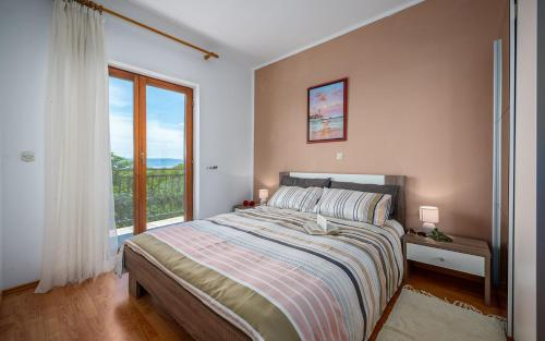 Krevet ili kreveti u jedinici u objektu Apartments Lara with Swimming Pool