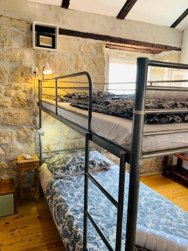 A bunk bed or bunk beds in a room at Kingslanding Old Town Hostel