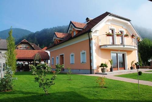 Zgradba, v kateri se nahaja vila