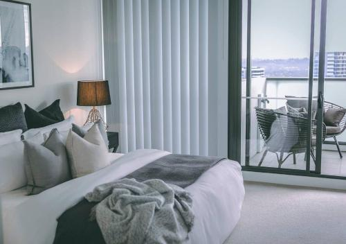 A bed or beds in a room at 3BR Designer Penthouse at Rhodes, Shops, Cafes