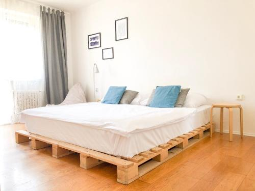 A bed or beds in a room at Old Town Apartment Dunajska