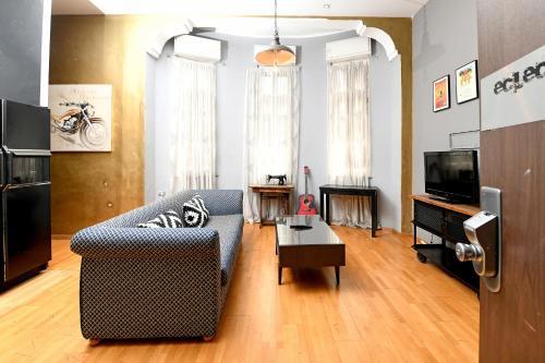 Televizorius ir (arba) pramogų centras apgyvendinimo įstaigoje Eclectic ApartHotel