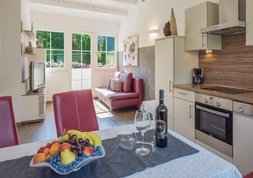 A kitchen or kitchenette at Gartenhof
