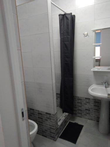 A bathroom at Goodnight House