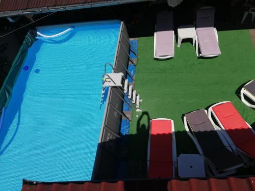 נוף של הבריכה ב-Casa Steluta או בסביבה