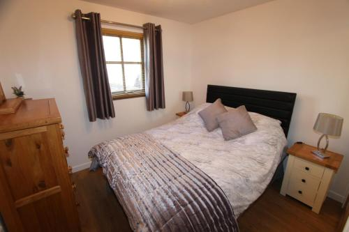A bed or beds in a room at 35a Miller Street Inverness Scotland