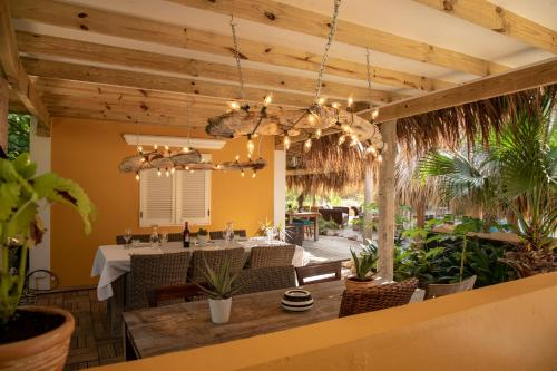 A restaurant or other place to eat at Villa Aventura