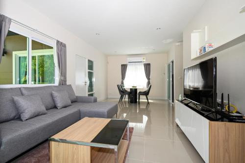 A seating area at 4BR Villa @ Saransiri Phuket