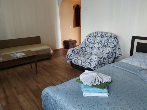 Кровать или кровати в номере Apartment on Prospect Octyabrya