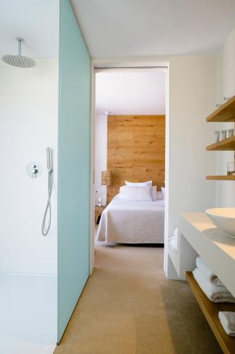 A bed or beds in a room at Agroturismo Can Jaume