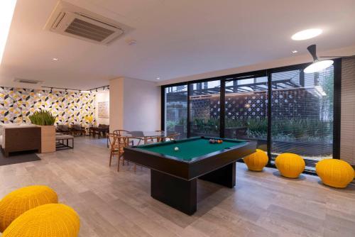 Mesa de bilhar em Nun Apartments by BnbHost