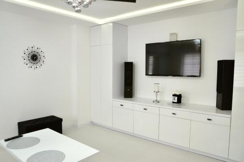 A television and/or entertainment centre at Apartament Pegaz