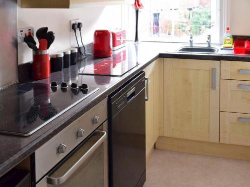 A kitchen or kitchenette at Pannett Park View