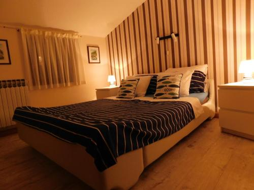 A bed or beds in a room at Casa Franceska