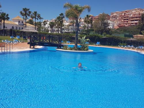 Piscina en o cerca de Duquesa Suites Golf and Gardens