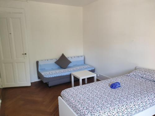 A bed or beds in a room at Appartement Bugnon
