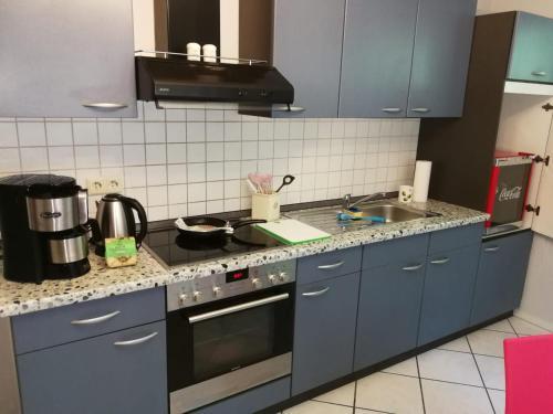 Kuchyň nebo kuchyňský kout v ubytování Wohnen mit Atmosphäre an Rhein und Ahr