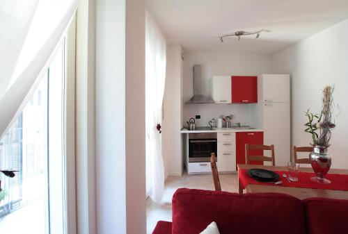 A kitchen or kitchenette at Feel Like Home In Milan