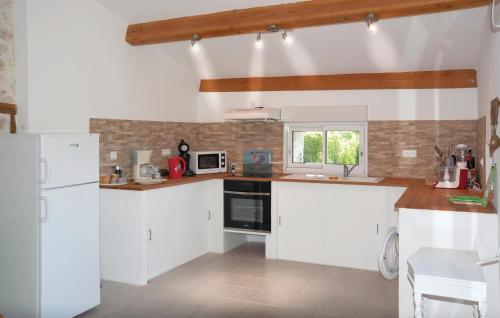 Cuisine ou kitchenette dans l'établissement Holiday Home - 07