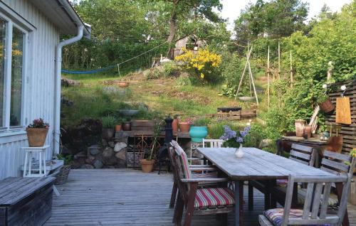 A restaurant or other place to eat at Holiday home Alvsjö 35