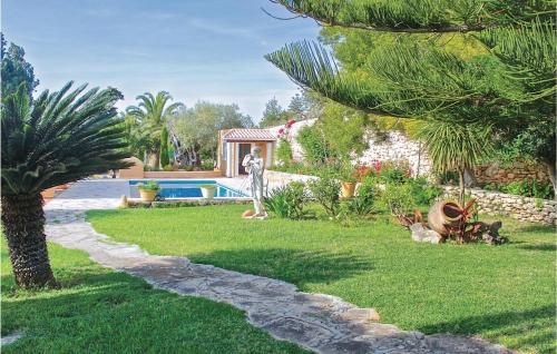 Ein Garten an der Unterkunft Holiday Home Santa Eulalia with Fireplace VIII