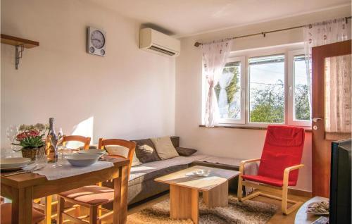 Ein Sitzbereich in der Unterkunft One-Bedroom Holiday Home in Ankaran