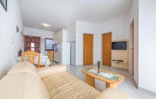 A seating area at Two-Bedroom Apartment in Porec