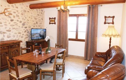 Coin salon dans l'établissement Two-Bedroom Holiday Home in Sigoyer