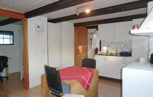Ett kök eller pentry på Holiday Home Tomelilla 07