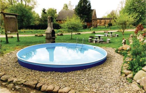 Der Swimmingpool an oder in der Nähe von Zur Mühle E