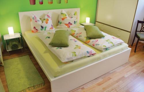 Ein Bett oder Betten in einem Zimmer der Unterkunft Holiday Apartment Horhausen 07