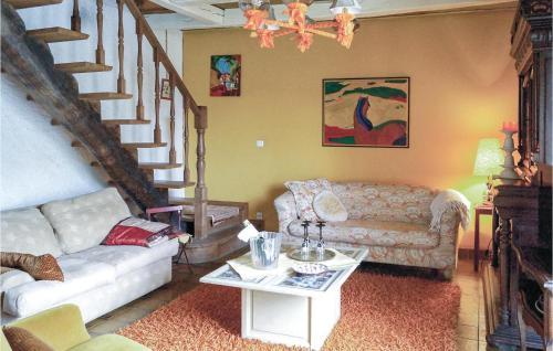 Coin salon dans l'établissement Three-Bedroom Holiday Home in Courcelles sur Blaise