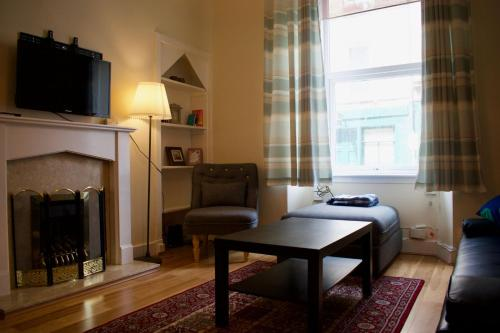 Central And Comfortable Fountainbridge Flat