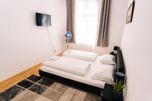 מיטה או מיטות בחדר ב-Amici Apartments Hermine
