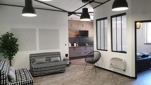A seating area at Les Lofts du Parc