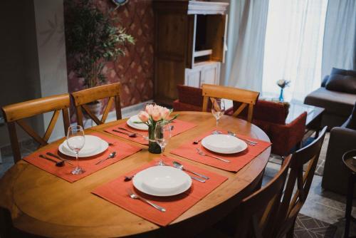 Un restaurante o sitio para comer en APARTAMENTO FRANCISCO PIZARRO