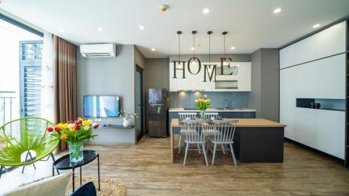 Rosy House - Luxury 2BR - Vinhomes Green Bay 2