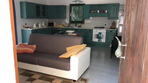 A kitchen or kitchenette at Casa La Pelosa Beach