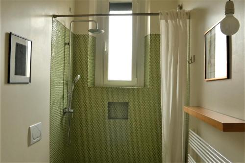 A bathroom at Gae Aulenti Apt