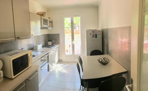 A kitchen or kitchenette at Le Minerve