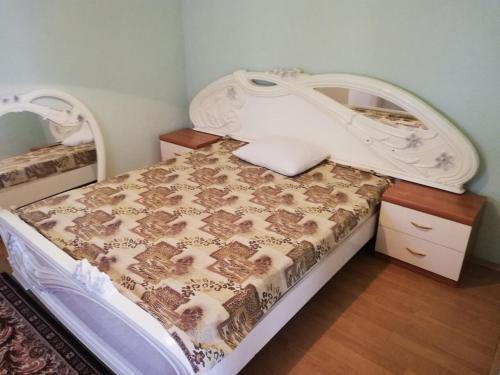 A bed or beds in a room at Cozy house in the center of Balti city