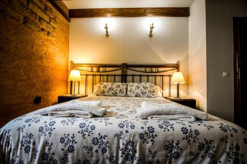A bed or beds in a room at La Mora Cantana