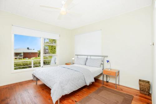 A bed or beds in a room at 19 Investigator Crescent, Encounter Bay